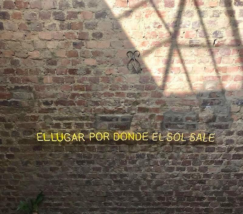 Una pared en el Cine Tonalá donde fuimos recomendados por Traviat
