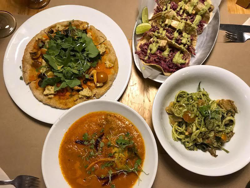 Cena en el De Raíz, restaurante vegano en Chapinero Alto