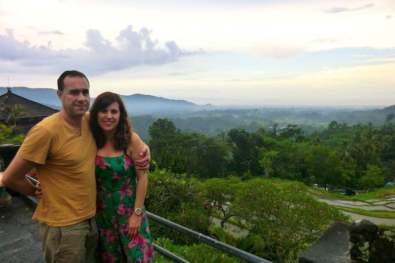Carlos y Romi en uno de los paisajes balineses increíbles