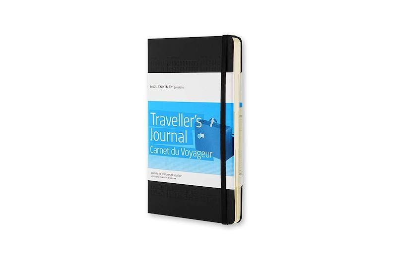 Diario de Viaje Moleskine: un acierto para esa persona viajera. Además incluye pegatinas viajeras para personalizar el diario y doble bolsillo interno de fuelle