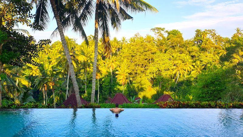 Carlos en la piscina increíble del Pertiwi Bisma 1, en Ubud (Bali)