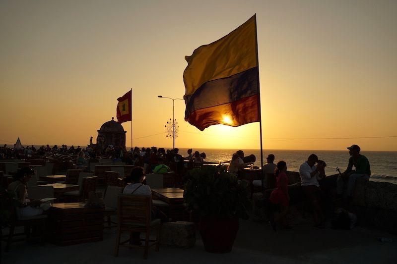 Atardecer a orillas del Caribe en el centro de Cartagena (terraza del Café del Mar)