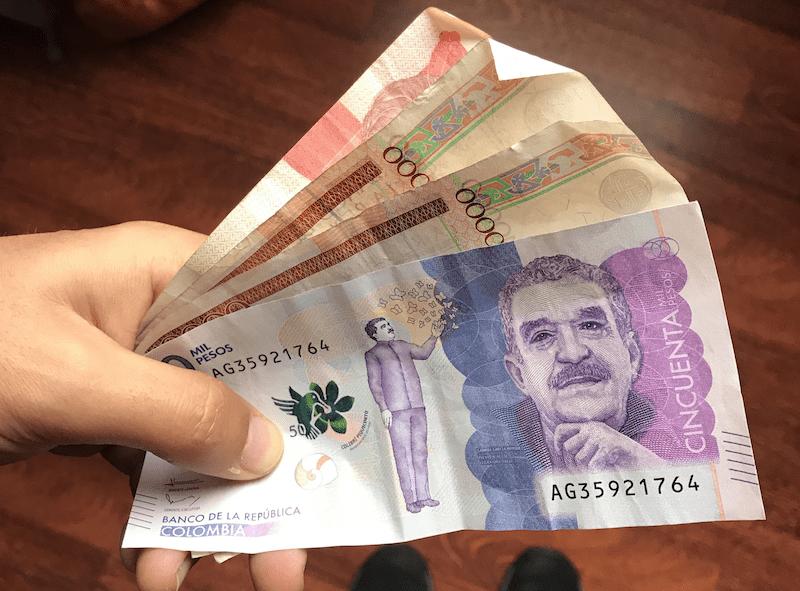Pesos colombianos: en primer plano el de 50 mil pesos con Gabriel García Marquez (Gabo), uno de los colombianos más ilustres mundialmente