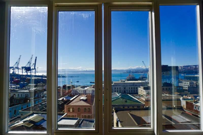 Ventana a Valparaíso que tanto nos recordó a Lisboa...