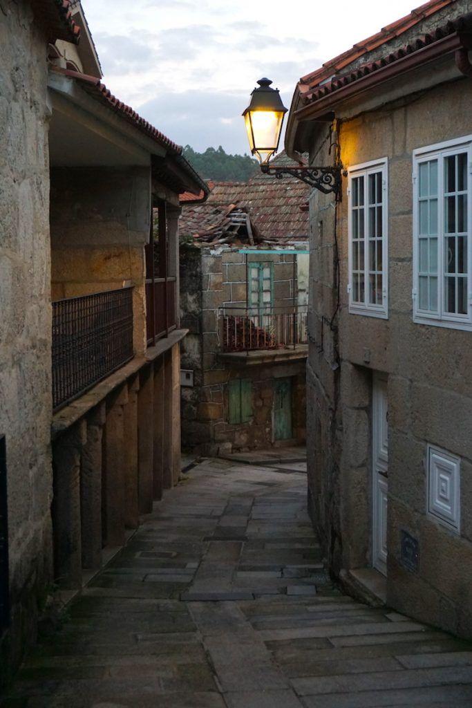 Una bella calle de Combarro