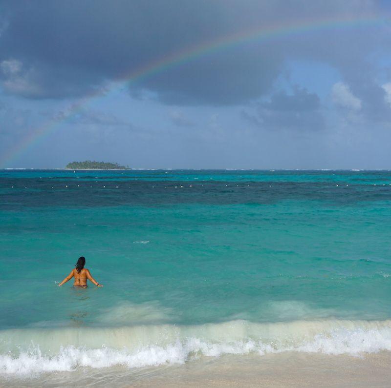 Los 7 colores del arco-iris se mezclaron en el mar de los 7 colores, un momento feliz en una isla que acabó por decepcionarnos: San Andrés