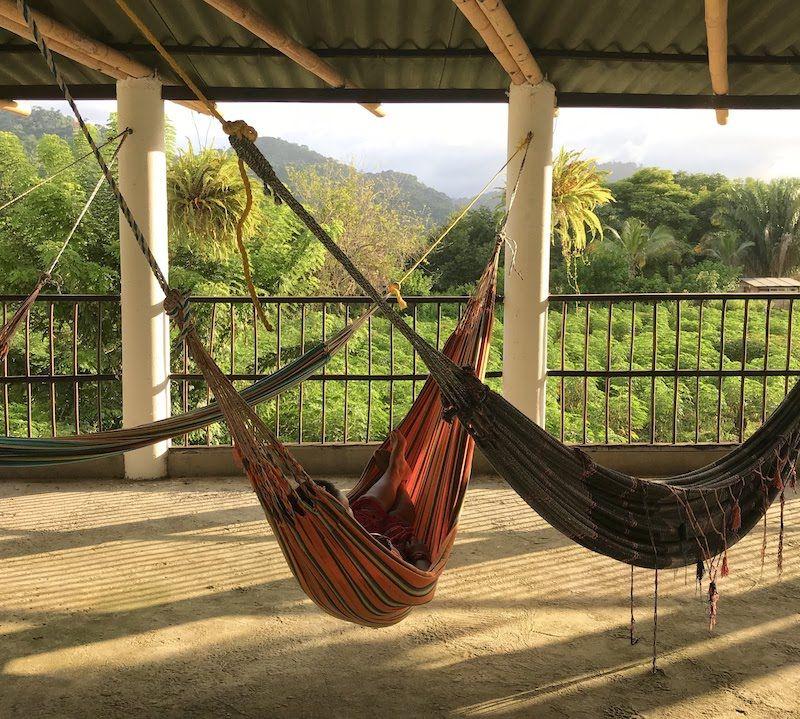 Conocer el Chocó es uno de los motivos por los que volveremos a Colombia sí o sí, además de querer regresar a los sitios donde fuimos felices. Aquí, descansando en un chinchorro en Palomino, en la Guajira colombiana