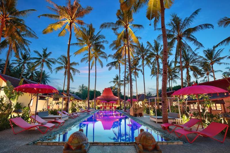 La piscina del Pink Coco, frente a la playa
