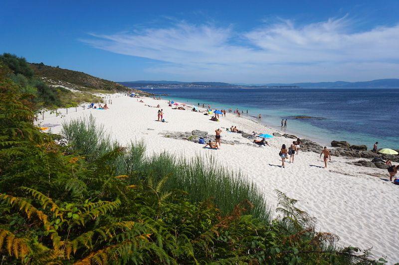 Playa en Ons: igualita que el Caribe si no fuera por la temperatura fresquita (bastante fresquita) del agua