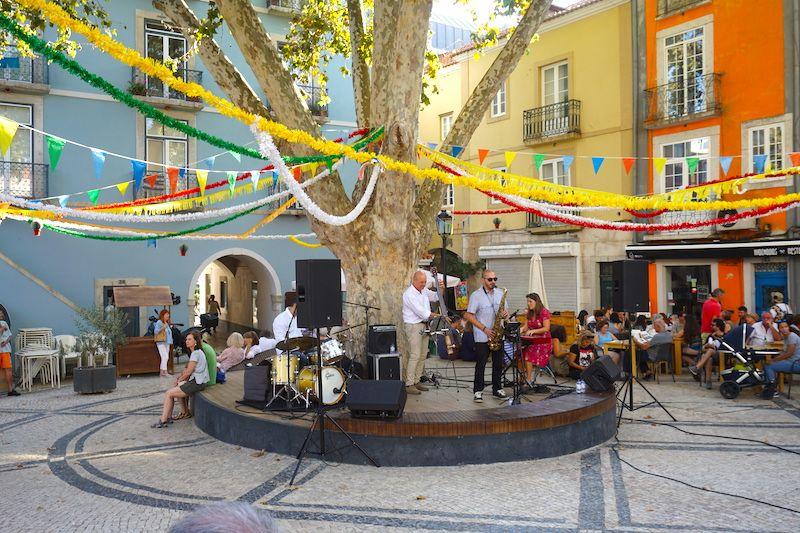 La plaza de Largo do Dr. Francisco Soveral en Setúbal, con conciertos al aire libre, en verano