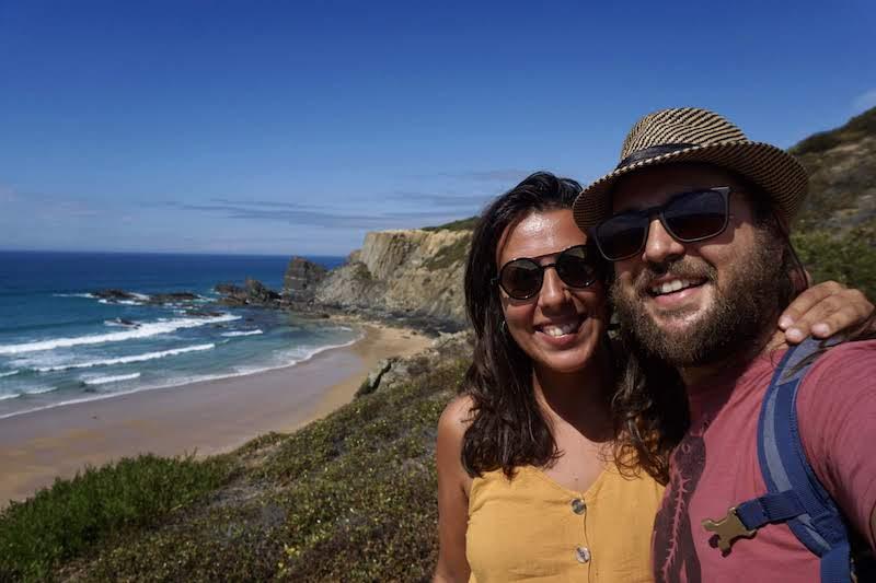 Nosotrxs, felices, en nuestra zona favorita de Portugal: costa vicentina