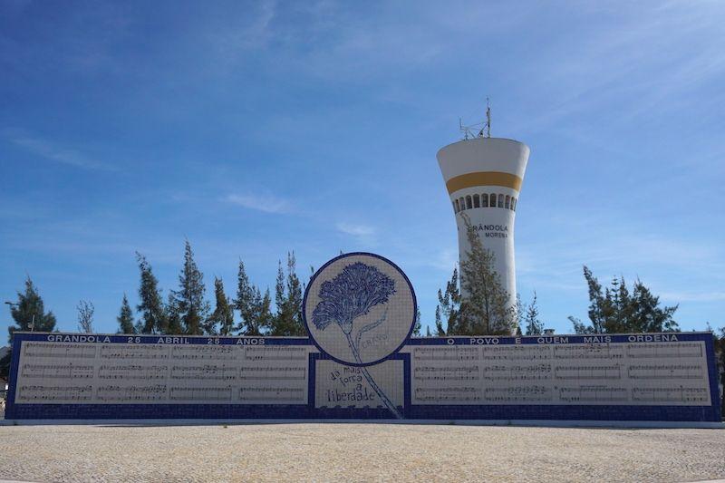 Monumento de homenaje al 25 de Abril de 1974, la Revolución de los Claveles