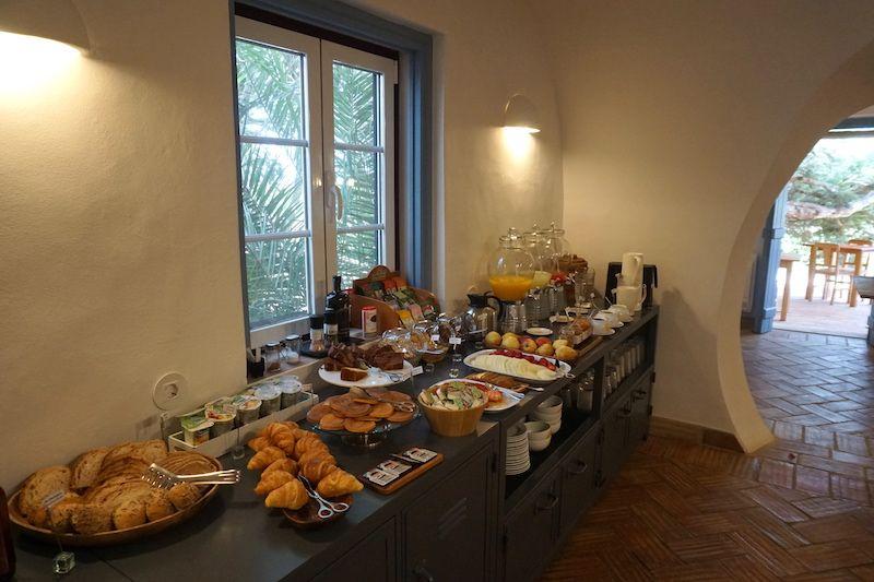 El desayuno en Herdade do Touril es hasta las 12h30. Yupiiiii