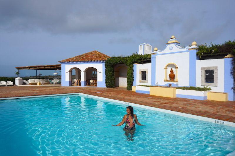 Felicidad absoluta en esta piscina con agua a 27º de Herdade do Touril