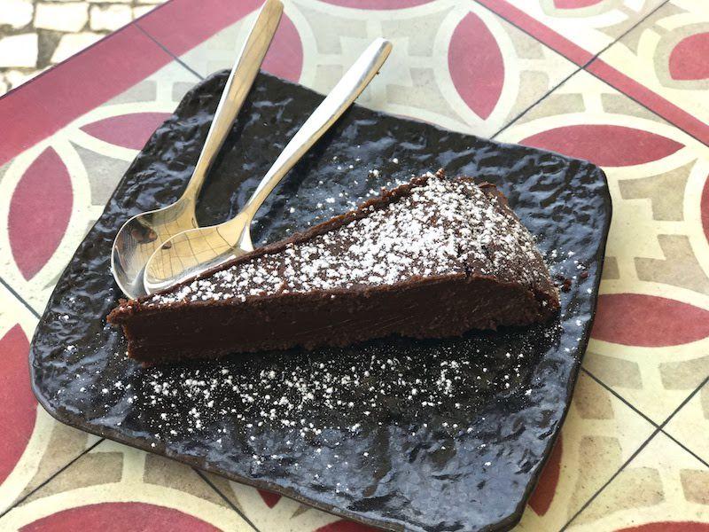 LA torta de chocolate de la Sosta. Si sois amantes de chocolate, haced una paradita aquí y no os arrepentiréis.