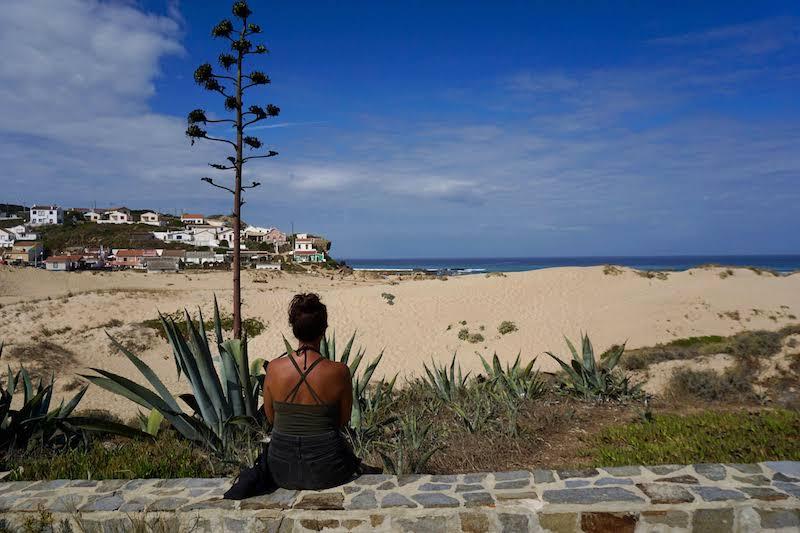 Frente a la playa de Monte Clérigo, donde pernoctamos la segunda noche.
