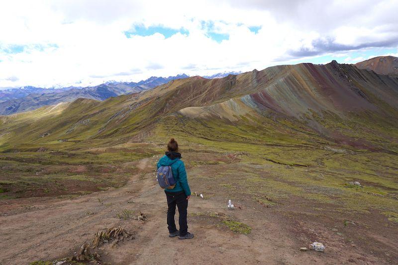 Chris en la montaña de colores de Palccoyo (no confundir con la hiperexplotada turisticamente Vinicunca)