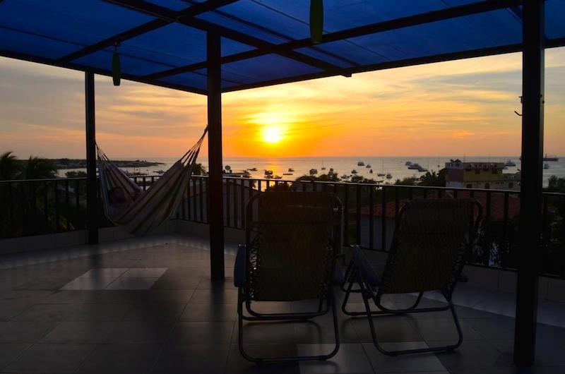 La puesta de sol desde Dolphin House. Foto de Booking.