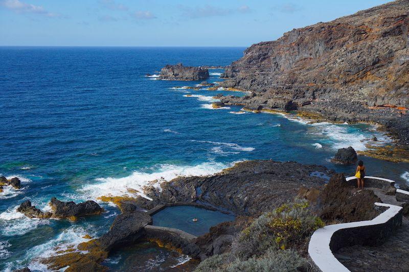 La impresionante vista al bajar a la piscina natural del Pozo de las Calcosas