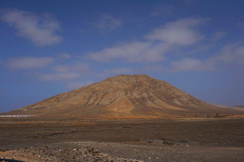 La imponente montaña sagrada de Tindaya