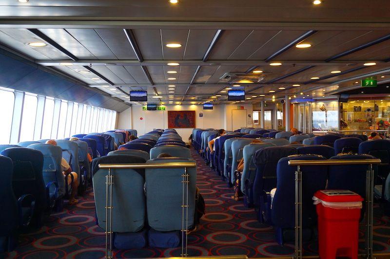 El interior del barco Fred Olsen en el que hicimos la travesía Morro Jable (Fuerteventura) a Las Palmas de Gran Canaria