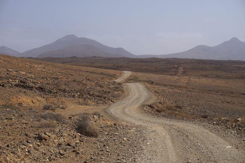 Carretera para llegar a las playas salvajes del norte de Fuerteventura