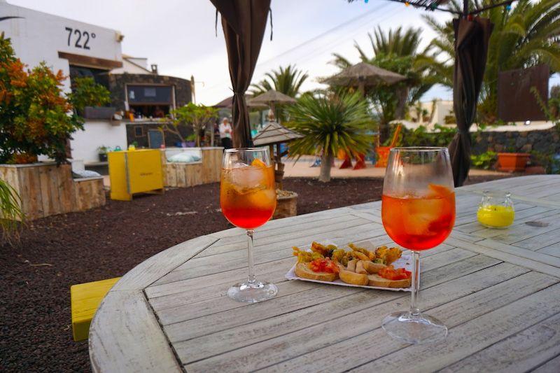 Spritz y aperitivo en el jardin del 722, Lajares