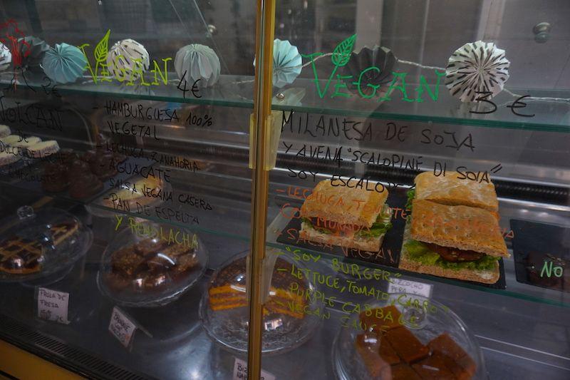 Panadería los Abuelos, en Corralejo. Muy recomendables las milanesas de soja y las empanadas argentinas