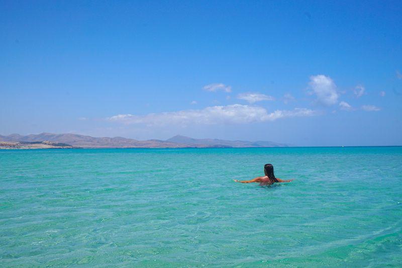 Disfrutando de las aguas cristalinas de las playas de Jandía