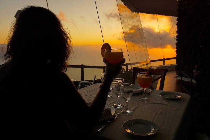 Cóctel en el restaurante del Mirador de la Peña