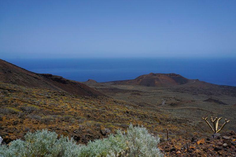 Uno de los increíbles paisajes que El Hierro te regalará mientras conduces por sus vacías carreteras
