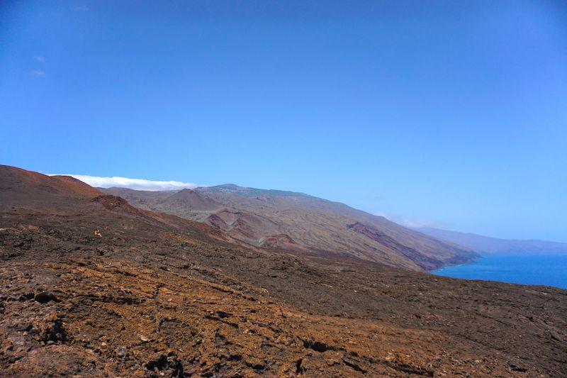 Paisajes rojizos volcánicos en El Hierro