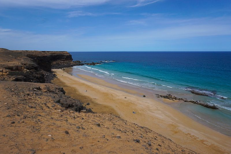 La increíble playa del Águila o playa de la Escalera