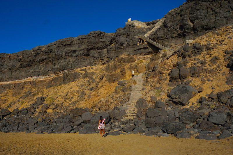 Hay que arriesgarse algo para llegar al paraíso, esta es la escalera de la playa de la Escalera