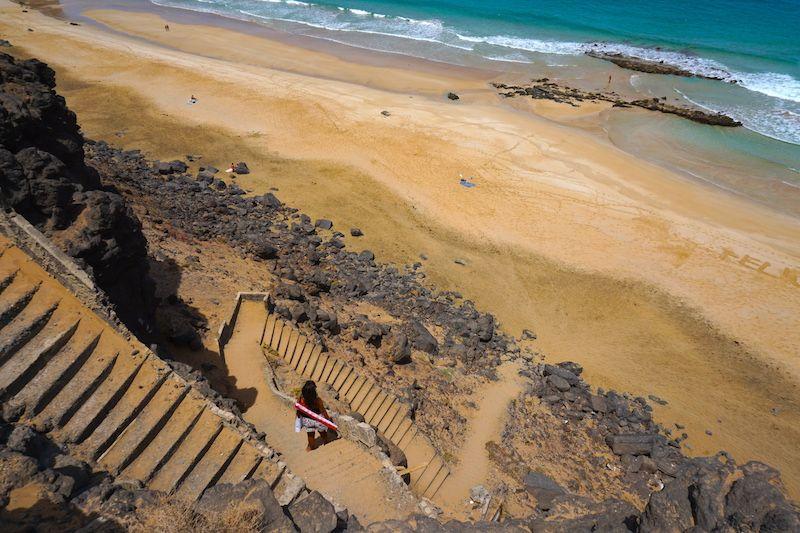 Se entiende porque le llaman la playa de la escalera ¿no?