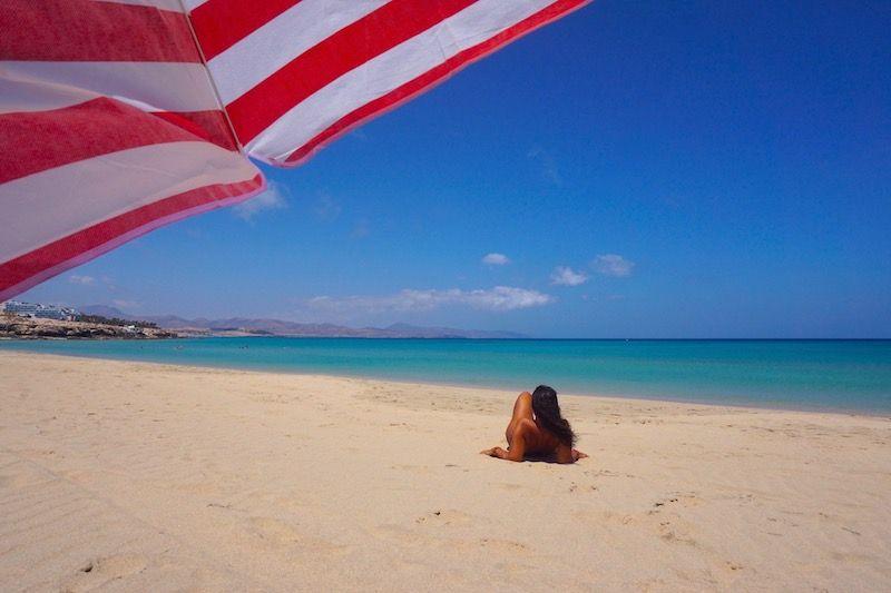 Inês en playa Esmeralda, una de nuestras playas favoritas de la isla
