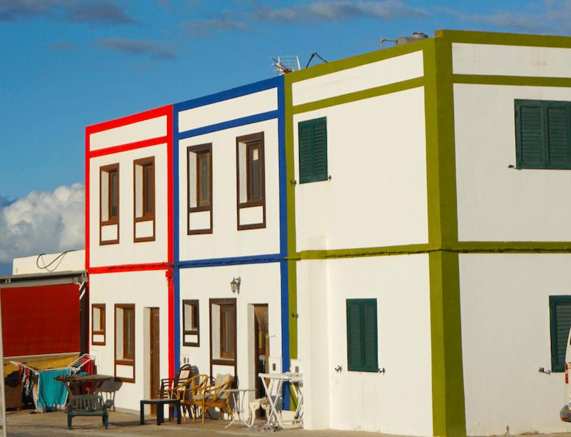 Casitas coloridas en Las Salinas