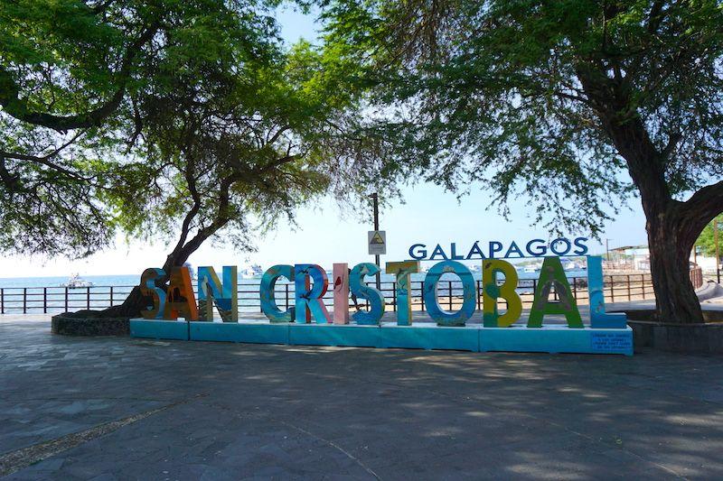 Letrero de San Cristóbal en Puerto Baquerizo