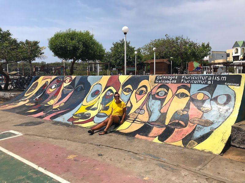 Un skate park decorado con una obra del artista ecuatoriano más conocido, Guayasamín. En Puerto Ayora, Santa Cruz