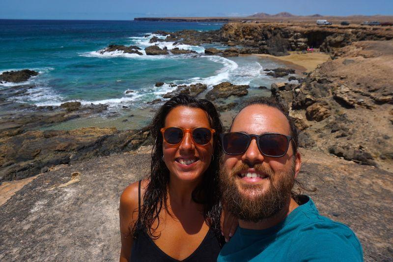 Felices en las playas de Tindaya,entre playas y piscinas naturales, al norte de Fuerteventura
