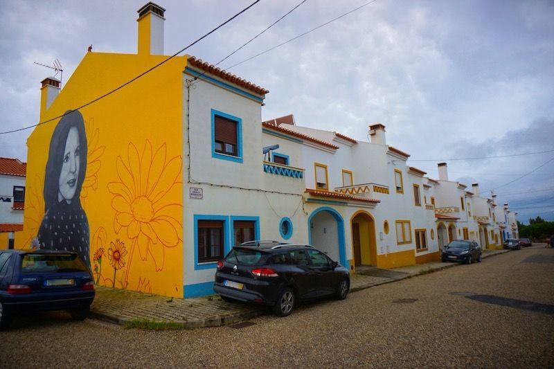 Murales de Smile Artist dedicados a Amália Rodrigues, en Brejão.