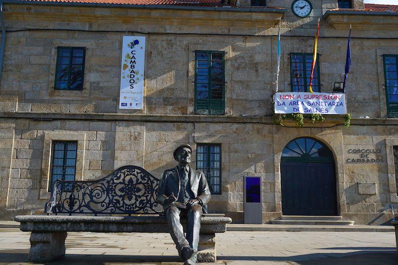 Estatua del gran poeta Ramón Cabanillas en Cambados