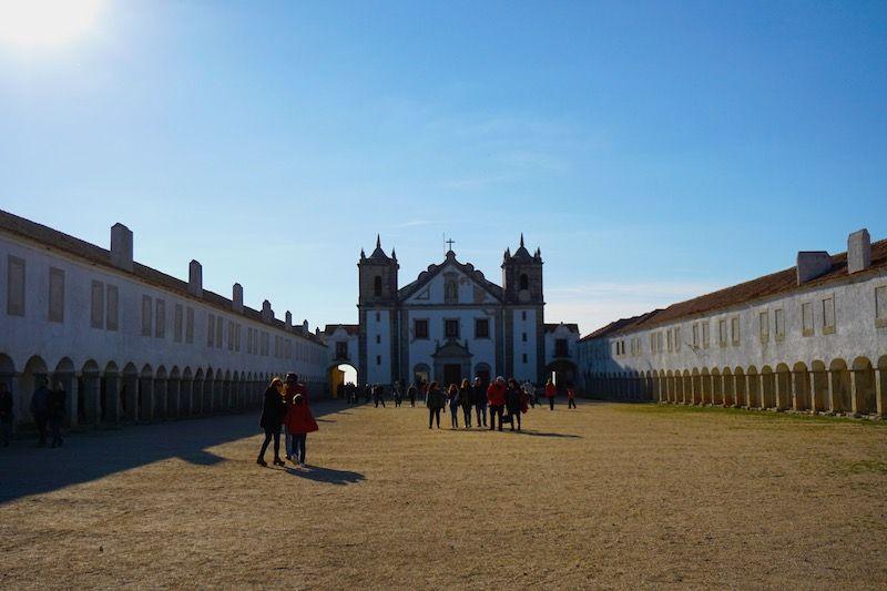 Santuário de Nossa Senhora do Cabo Espichel o Santuário de Nossa Senhora da Pedra Mua, una de las mayores devociones de la Virgen en Portugal desde hace más de 700 años.