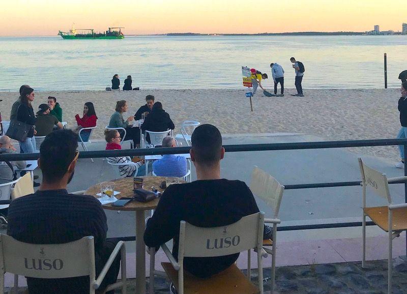 Rockalot y playa de la ciudad (Praia da Saúde
