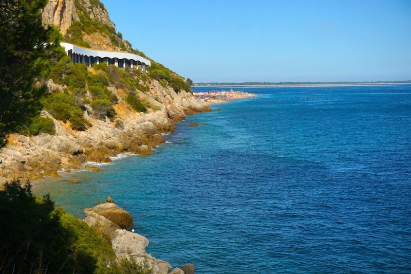 Llegando a la playa de Figueirinha desde la Sierra de Arrábida