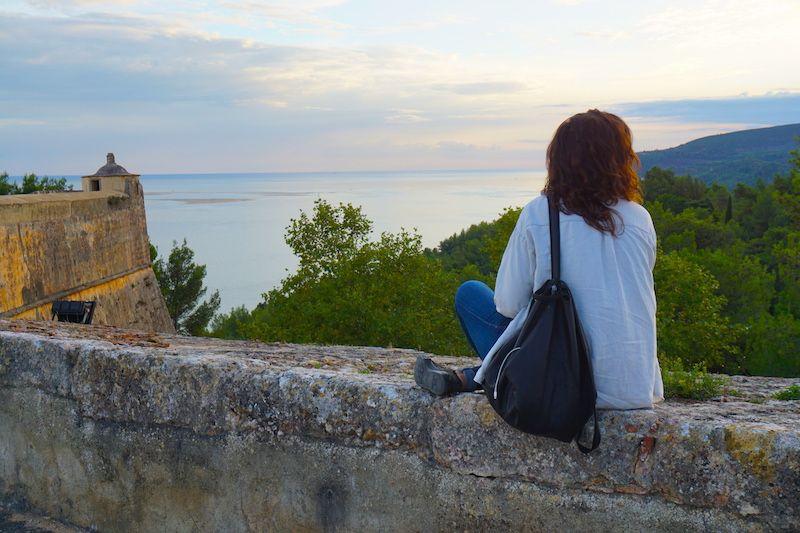 Descansando en el Fuerte de San Filipe, en Setúbal