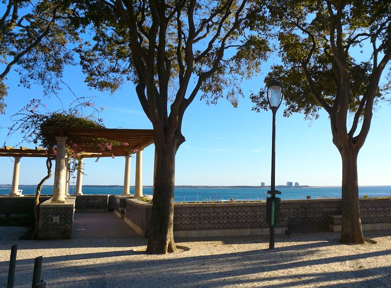 El mirador de São Sebastião está revestido de azulejos portugueses