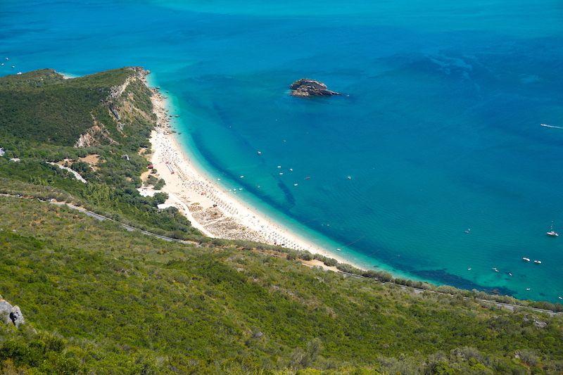 Playa de Creiro desde mirador de la Serra da Arrábida
