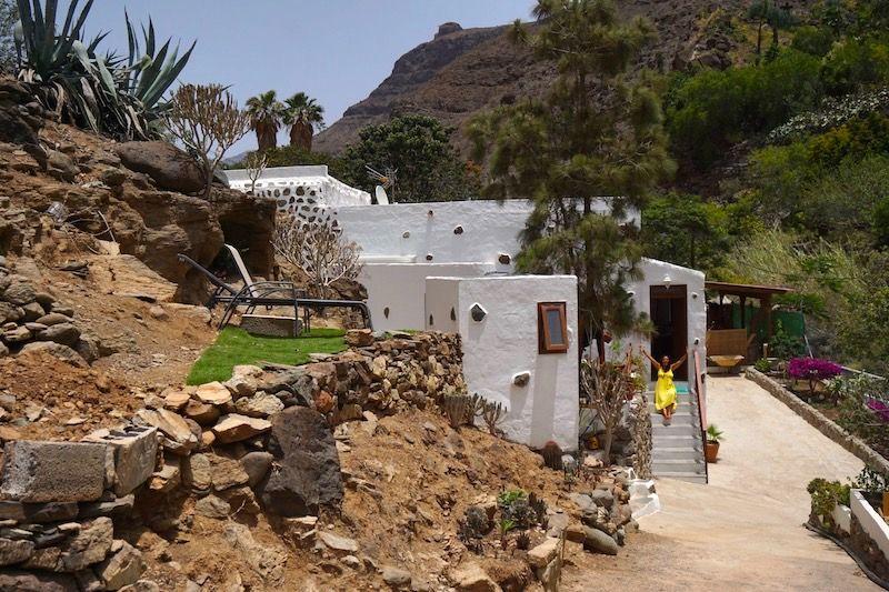 Nuestra casita encajada entre montañas en Ayagaures