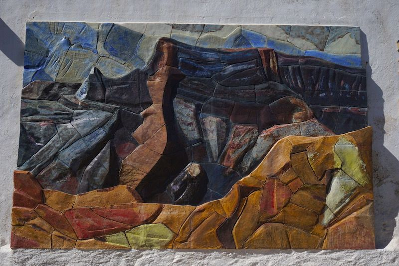 Mural en cerámica de la obra